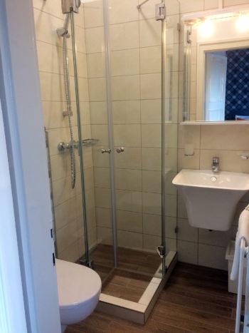2. szoba fürdő Katzer Villa