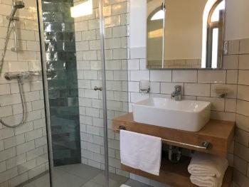 8. szoba fürdő Katzer Villa